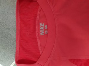 T-Shirt von Nike in Neonrot