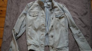 tailierte Jeansjacke von Mango, hellblau