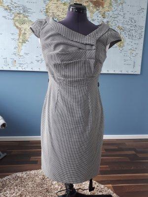 tailiertes Kleid in schwarzweiß