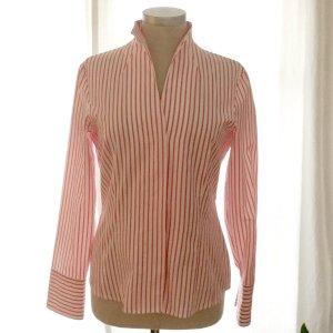 Taillierte Bluse mit flexibler Kragenlösung +++ Wenn Sie das Gefühl haben, wir könnten uns auf einen Preis einigen ... so senden Sie mir doch Ihre Preisvorstellung +++