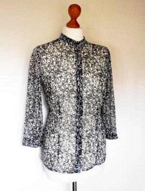 Taillierte, halbtransparente Bluse, schwarz-weiß, 3/4 Arm, kleiner Stehkragen