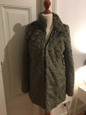 Taillierte Jacke aus Kunstfell