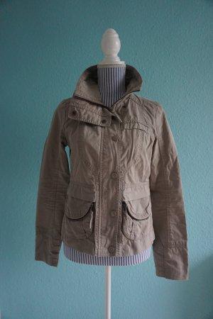 Taillierte Jacke in Beige von Vero Moda