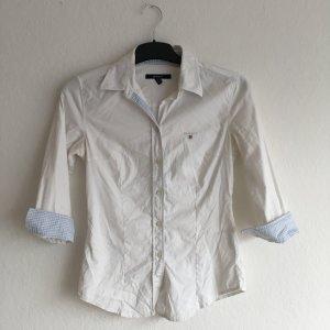 Taillierte weiße Bluse