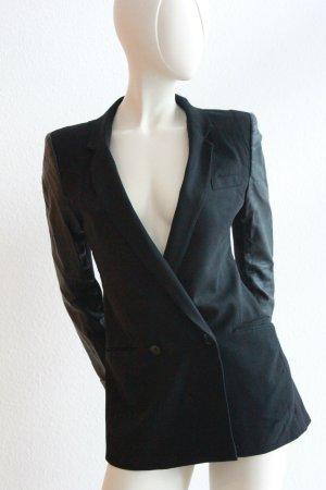 Taillierter Blazer mit Schulterpolster