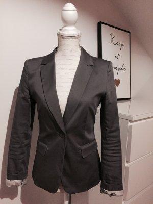 Taillierter leicht glänzender Blazer in grau