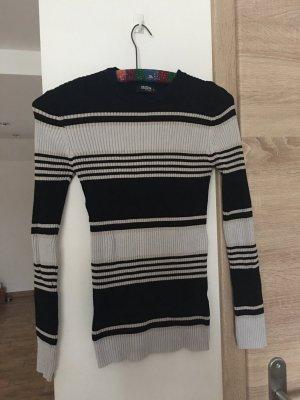 Taillierter Pullover