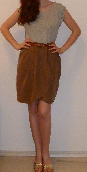 Tailliertes Frühlingskleid von Zara