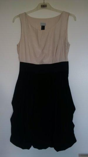 tailliertes H&M Kleid mit Ballonrock