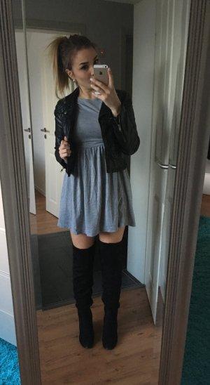 Tailliertes  Kleid in melierter Optik