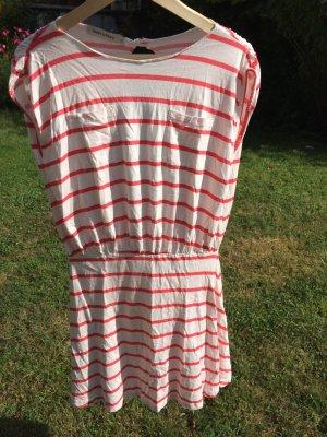 Tailliertes Kleid mit Rückenausschnitt