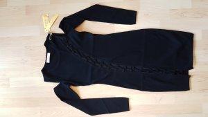 Tailliertes Kleid, Schultern frei