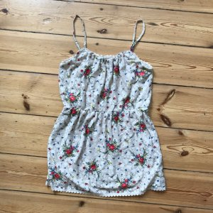 Tailliertes leichtes Sommerkleid