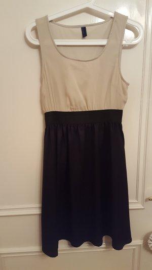 tailliertes schlichtes Kleid