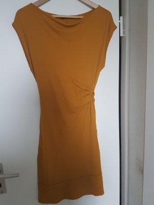 Tailliertes, sommerliches Kleid