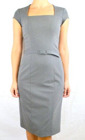 Tailliertes Stretch-Kleid mit Gürtel