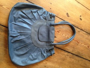 Take me with you: Große vintage Lederhandtasche in babyblau
