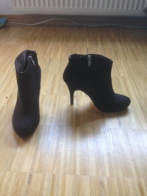 Tamaris Ankle Boots .