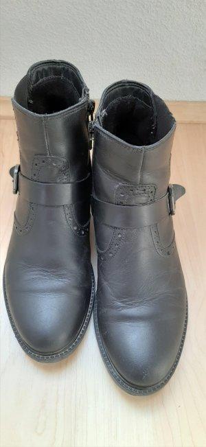 Tamaris Echtleder Chelsea Stiefeletten Boots schwarz mit Lochverzierung und Schnalle Gr. 36