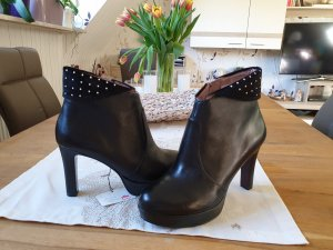 Tamaris Platform Booties black
