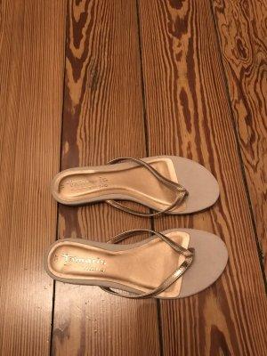 Tamaris Sandalo toe-post color oro rosa