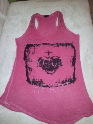 Tanktop in pink red in color .