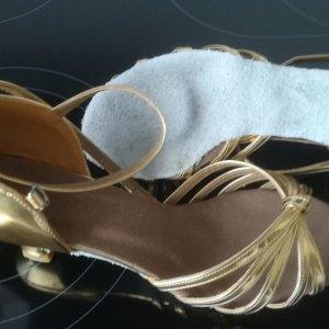 Sandalo con cinturino e tacco alto oro