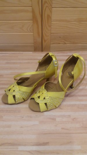 Strapped High-Heeled Sandals yellow
