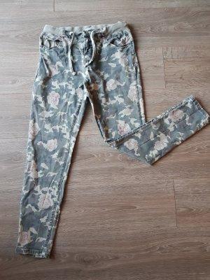 Tarnhose  / Camouflage mit Rosen