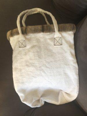 Tasche aus Leinen mit Pelzkante
