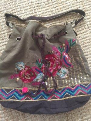 Tasche, Beuteltasche aus besticktem Stoff von Accessoires