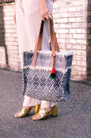 Tasche im Boho-Style mit Quasten