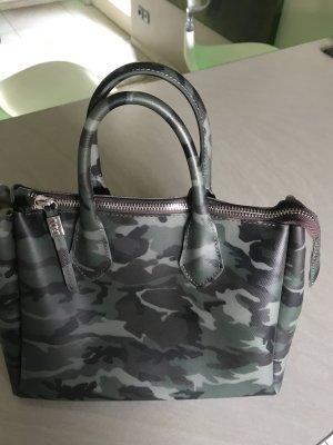 Tasche im Camouflage look