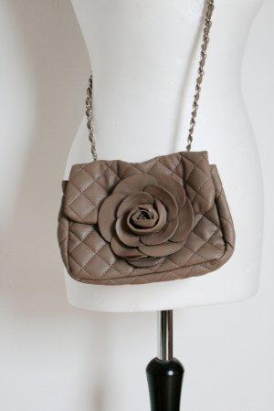 Tasche in Braun mit Blumenapplikation