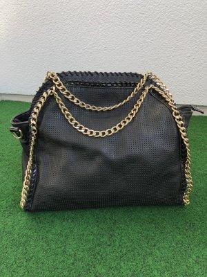 Tasche in Schwarz mit goldenen Details