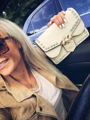 ⋙•-•-•-•➤ Tasche Like Pearls Gold Nieten Perlen Brosche Kettenriemen Gurt Schmuck Henkeltasche NEU Blogger Tasche Sale Hippie Trapez Tasche Clutch Abendtasche Handtasche Schultertasche in Beige/ SandEtikett ◉