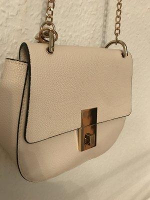 Tasche mit goldenem Verschluss