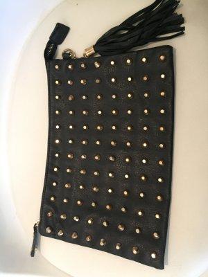 Tasche mit goldenen Nieten