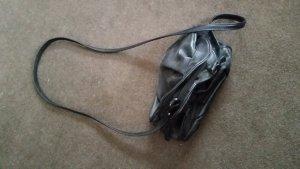 Tasche mit langen Hänkel in Schwarz