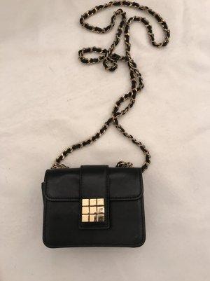 Tasche von Dsquared in schwarz.