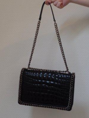 schwarze schultertasche mit nieten von zara m dchenflohmarkt. Black Bedroom Furniture Sets. Home Design Ideas