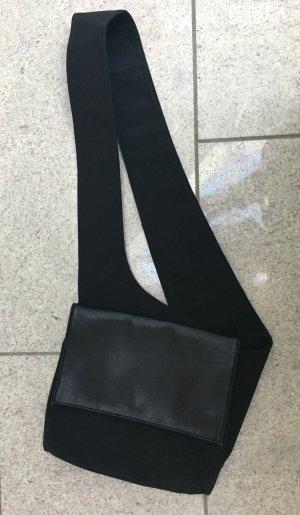 Tasche zum Umhängen in schwarz