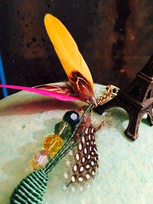 Taschen- oder Schlüsselanhänger Bohostyle mit Federn und Perlen