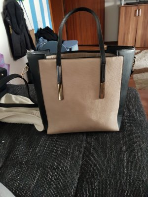 Taschen und klamotten