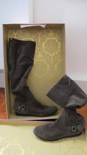 Taupefarbene Slouch-Stiefel aus Wildleder