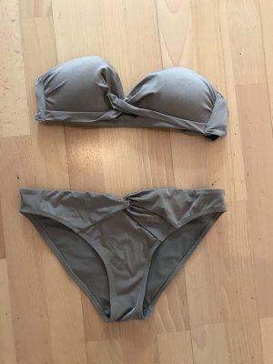 Taupefarbener Bikini