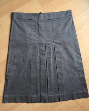 Taupefarbener Business-Rock von Zara in M mit Kellerfalten vorn (Länge 56,5 cm, Bundweite 37,5 cm)