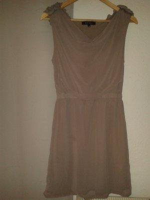 Taupefarbenes schickes Kleid