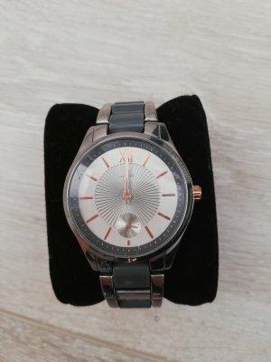 Tchibo/TCM Armbanduhr in silber und grau mit silbernem Ziffernblatt und roségoldfarbenen Details Metall