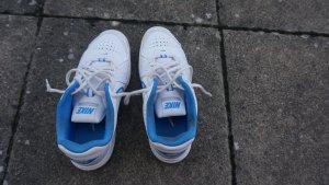 Tennis Schuhe von Nike